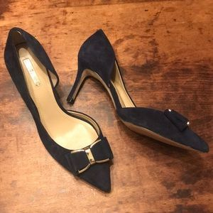 🍋BCBG GENERATION navy blue and gold suede heels